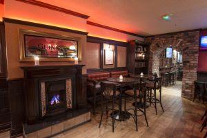 Ewing's Bar & Accomodation